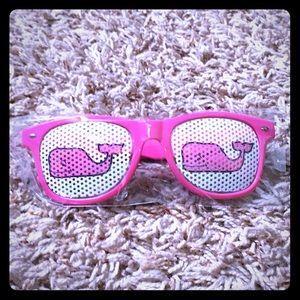 NEW Vineyard Vines classic whale pink sunglasses
